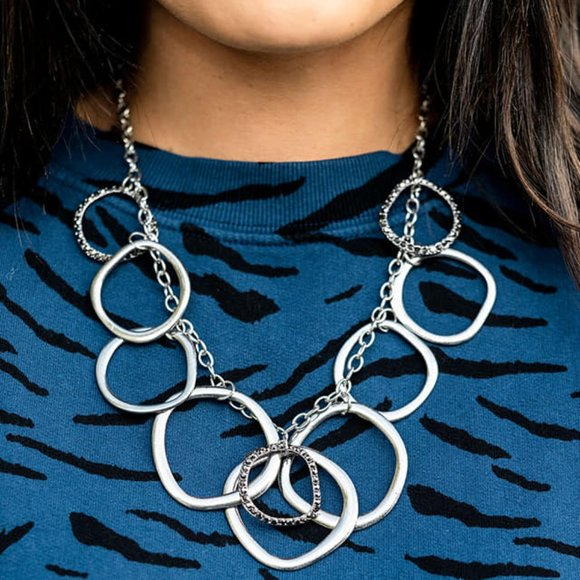 Dizzy With Desire Silver Necklace